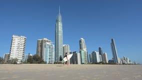 Paraíso Gold Coast Queensland Australia de las personas que practica surf almacen de video