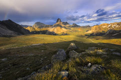 Paraíso terrestre, cumes de Hautes, La Meja de Rocca no verão fotografia de stock royalty free