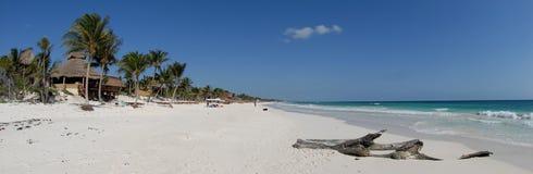 Paraíso tropical de la playa   Foto de archivo