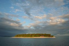 Paraíso tropical - isla de Mounu, Tonga, South Pacific Imagen de archivo
