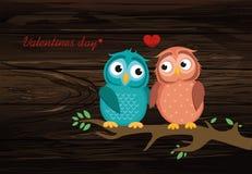 Para śliczny owlet obsiadanie na gałąź Sowy w miłość sercach ar royalty ilustracja