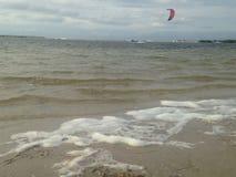 Para плавая с прибрежного пляжа Стоковые Фото