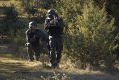 Para Airsoft żołnierzy strzelać Obrazy Royalty Free