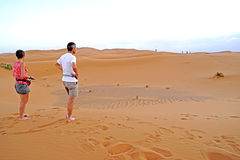Para amanecer que espera en el desierto del ERGIO en Marruecos Foto de archivo libre de regalías