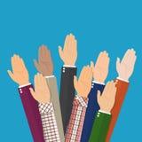Para arriba aumentadas manos Manos del voto de la gente