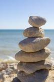 Para arriba llenadas rocas por el océano Foto de archivo libre de regalías