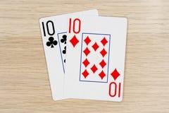 Para av tio 10 - kasinot som spelar pokerkort arkivbilder