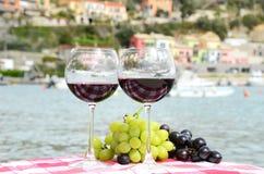 Para av wineglasses Arkivbild