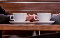 Para beber foto movente ao comer o caf? imagens de stock