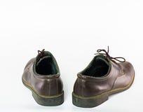 Para bruna läderskor som isoleras på vit bakgrund, klassiker Royaltyfri Fotografi