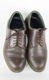 Para bruna läderskor som isoleras på vit bakgrund, klassiker Royaltyfri Bild
