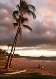 Para Cieszy się zmierzch na Keawakapu plaży Maui Hawaje Fotografia Stock
