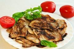 Para comer sano: tomates, berenjenas y albahaca Foto de archivo