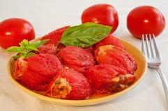 Para comer sano: tomates rellenos Foto de archivo libre de regalías