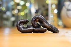 Para czarnego pudełka rękawiczki w gym fotografia royalty free