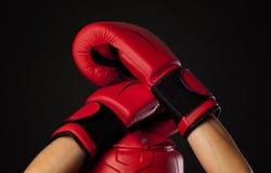 Para czerwone bokserskie rękawiczki, samoobrony pojęcie Zdjęcia Royalty Free