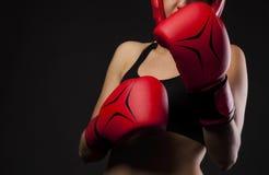 Para czerwone bokserskie rękawiczki, uderza pięścią Zdjęcie Stock