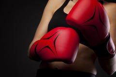 Para czerwone bokserskie rękawiczki, uderza pięścią Fotografia Stock