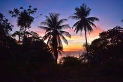 Para?so da ilha de PhiPhi do por do sol imagens de stock royalty free