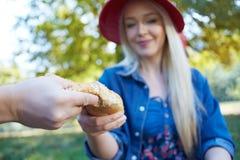 Para drzeje chleb na pinkinie Obraz Stock