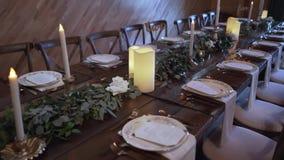 Para el banquete de la boda Tabla en un sistema servido restaurante metrajes