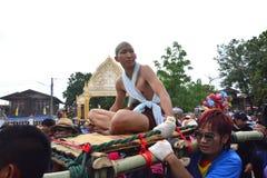 Para el desfile la tradición es naga cruel de la ceremonia de la ordenación Imágenes de archivo libres de regalías