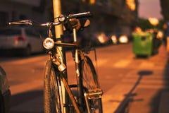 Para för Las bicicletasson verano Arkivbilder