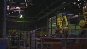 Para a fabricação de uma fábrica do tijolo vídeos de arquivo
