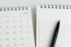 Para fazer a lista de prioridades de tarefa da lista ou do trabalho com conceito da data, p preto fotografia de stock royalty free