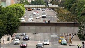 Para fora do zumbido/em cima opinião o tráfego/pedestres em Los Angeles do centro Califórnia video estoque