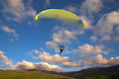 Para-glider against sky Royalty Free Stock Image