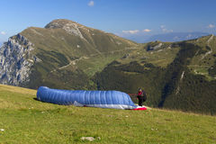 Para-glider with parachute in the mountains Stock Photos