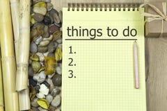 Para hacer la lista en el tablero con una pluma Imagenes de archivo