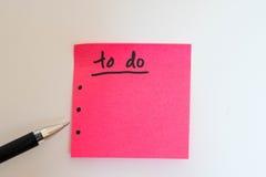Para hacer la lista por el Año Nuevo en rosa Fotografía de archivo libre de regalías