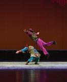 Para hacer una voltereta--€œLittle Worriors de la ópera de Pekín del  del family†de Yeuh's Foto de archivo libre de regalías