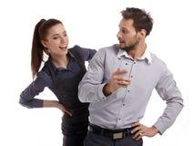 Para i sekret wiadomość na telefonie komórkowym obraz stock