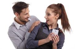 Para i sekret wiadomość na telefonie komórkowym Fotografia Royalty Free