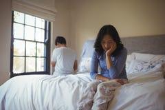 Para ignoruje each inny w sypialni Obrazy Stock
