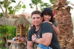 Para jest na wakacje na kurorcie Zdjęcia Royalty Free