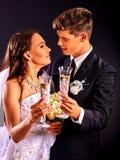 Para jest ubranym ślubną suknię i kostium Zdjęcia Stock