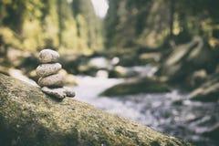 Para kamienia ostrosłup w Vydra rzece Fotografia Royalty Free