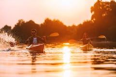 Para kayaking wpólnie obrazy royalty free