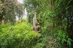 Para la decoración un Buda en el jardín Imagenes de archivo