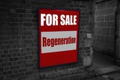 Para la venta con la regeneración escrita en una muestra atada a un ladrillo Foto de archivo libre de regalías
