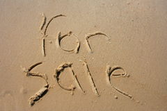 Para la venta en arena Foto de archivo libre de regalías