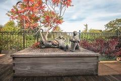 Para las esculturas de la decoración tres en una etapa de madera en el jardín Imágenes de archivo libres de regalías