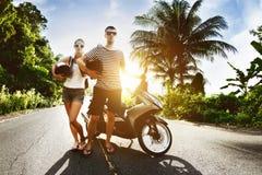 Para mężczyzna kobiety motocyklu zmierzchu droga zdjęcia stock
