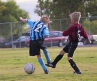 Para młodość gracze piłki nożnej Współzawodniczy Zdjęcie Stock
