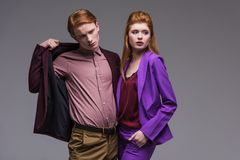 Para młodzi moda modele ubierał w formalnej odzieży obraz stock