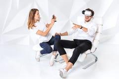 Para ma zabawę bawić się z rzeczywistością wirtualną obrazy stock
